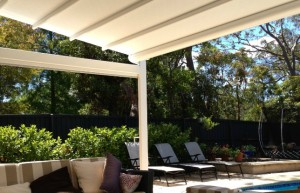 Poolside Entertaining - Corradi Iridium retractable roofing system - St Ives - Flynn (11)